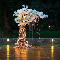Wedding Stage Decorations W Wedding Stage Decorations, Wedding Ceremony Ideas, Vintage Party Decorations, Wedding Centerpieces, Wedding Events, Engagement Decorations, Wedding Receptions, Wedding Table, Vintage Wedding Backdrop