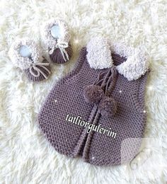 Cardigan and shoes Baby Knitting Patterns, Mens Sewing Patterns, Knitting Blogs, Crochet Bebe, Crochet Girls, Love Crochet, Crochet For Kids, Crochet Hats, Sweater Hat