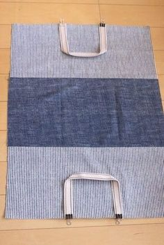 Bags & Handbag Trends: # jeans reform # bags # jean # putting - Home PageJean scrap bag with lace!denim and lace patchwork tote bagUse jeans scraps for this! Diy Backpack, Diy Tote Bag, Sewing Hacks, Sewing Projects, Fabric Gift Bags, Backpack Pattern, Bag Patterns To Sew, Diy Hair Accessories, Denim Bag