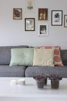 MøbelPøbel grå sofa med fine puter