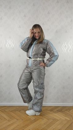 Vintage * Hot + Spicy Offshoot The Alternative Ski Suit Winter Ski Suit A ski suit from the 90s in silver, made of highly glowing material in gray and light blue. The belt buckle is missing. Item in very good condition, no damage. size 176 Dimensions: total length - 158 cm waist width – 42-52 cm Patchwork Designs, Suede Jacket, Winter Coat, Belt Buckles, Skiing, Thighs, One Piece, Hipster, Legs