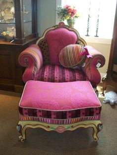 pink chair & ottoman  http://entertainment.webshots.com/photo/2140786360071864468BYlzeO