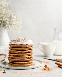 Pancakes with a cinnamon bun twist, these fluffy pancakes feature cinnamon and brown sugar, and a cream cheese frosting! Dessert for breakfast! Cinnamon Bun Pancakes, Fruit Pancakes, Savory Pancakes, Pancakes Easy, Pancakes And Waffles, Good Morning Breakfast, Breakfast Ideas, Brunch Ideas, Breakfast Recipes