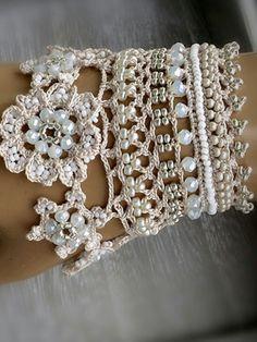 Delicate and beautoful Crochet Jewelry Patterns, Crochet Beaded Bracelets, Crochet Accessories, Crochet Designs, Crochet Earrings, Crochet Gloves, Thread Crochet, Diy Crochet, Crochet Crafts