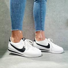 Tennis Shoes Outfit, Nike Tennis Shoes, Nike Cortez Vermelho, Shoes Too Big, Cute Shoes, Nike Cortez Shoes, Baskets, Nike Outfits, Dream Shoes