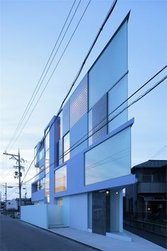 On the corner, #Youkaichi City, 2011 by Eastern design Office #architecture #japan #building #glass #house    maison en coin angle aiguë très vitrée