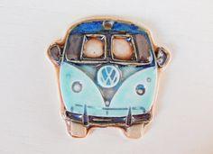 Handmade porcelain pendant boho-chic VW Bus por Majoyoal en Etsy
