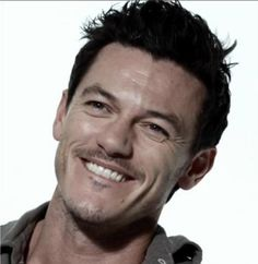 Afternoon eye candy: Luke Evans (33 photos) » luke-evans-14
