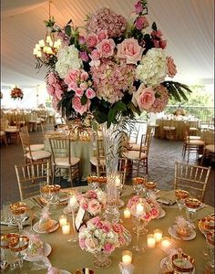 Very extravagant centerpiece, much like something from the 19th century!