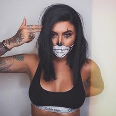Looking for for ideas for your Halloween make-up? Browse around this site for creepy Halloween makeup looks. Unique Halloween Makeup, Halloween Makeup Clown, Halloween Looks, Diy Halloween Costumes, Spooky Halloween, Tutorial Contouring, Style Hippy, Helloween Make Up, Sleek Bob