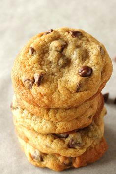 The best American chocolate chip cookies - Living on Cookies - In this recipe, I explain everything you need to know to bake original American cookies. American Chocolate Chip Cookies, Chocolate Chip Cookies Rezept, Best Chocolate Chip Cookie, American Cookies Recipe, Easy Cookie Recipes, Cake Recipes, Food Cakes, Bakery, Desserts