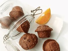 Whip up these tasty little muffins with ingredients you likely have on hand. The combination of chocolate and orange in a not-too-sweet muffin is sure to be a hit with the entire family. Little Muffins, Mini Muffins, Choc Muffins, Chocolate Sweets, Chocolate Recipes, Cupcakes, Heart Healthy Desserts, Healthy Recipes, Dark Chocolate Orange
