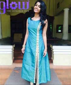 Image may contain 2 people people standing - Her Crochet Salwar Neck Designs, Churidar Designs, Kurta Neck Design, Kurta Designs Women, Dress Neck Designs, Blouse Designs, Stylish Dresses, Fashion Dresses, Salwar Pattern