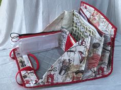 Quiltessa: Patchwork palette: Two more sewing bags in vintage red dress fabric Bag Patterns To Sew, Sewing Patterns, Ironing Pad, Sewing Caddy, Vintage Red Dress, Carry All Bag, Clear Bags, Quilted Bag, Sewing Accessories