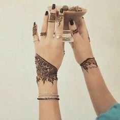 Mahendi Peacock Mehndi Designs, Modern Henna Designs, Finger Henna Designs, Mehndi Designs For Girls, Unique Mehndi Designs, Mehndi Designs For Fingers, Latest Mehndi Designs, Henna Tattoo Designs, Unique Henna