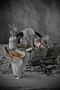 Pratos e Travessas: Pão de sorgo e trigo integral com nozes pecan e alperces secos # Sorghum and whole wheat bread with pecans and dried apricots | Food, photography and stories