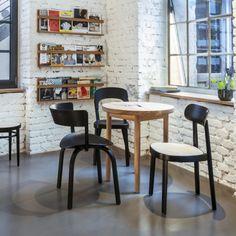 Combo Design is officieel dealer van Thonet. ✓Thonet 118 Stoel makkelijk bestellen ✓ Verschillende varianten verkrijgbaar ✓ Snelle levertijd Chair Design, Kitchen, Table, Chairs, Furniture, Home Decor, Black, Cooking, Decoration Home