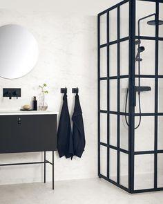 """54 likerklikk, 1 kommentarer – Tarkett AS (@tarkett_norge) på Instagram: """"Nå utvider vi Aquarelle kolleksjonen vår, og legger til blant annet dette vakre marmor-designet:…"""" Bathroom Goals, Bathroom Inspo, Bathroom Inspiration, Wainscoting Bathroom, Bathroom Interior, Evergreen House, Bad Inspiration, Minimalist Home, Carrara"""