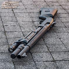 Combat Shotgun in the Morning Sun - Mossberg - Weapons Lover Tactical Shotgun, Tactical Gear, Mossberg 500 Tactical, Mossberg Shotgun, Weapons Guns, Guns And Ammo, Revolver, Combat Shotgun, Firearms
