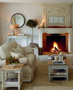 Thistlewood Natural Wallpaper Room Inspiration #lauraashleyhome