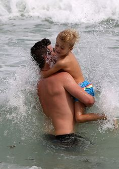 PHOTOS — Robin Thicke Shows Off Dad Bod With Son on South Florida Beach!
