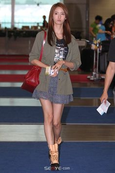 i love snsd yoona's style at la airport...