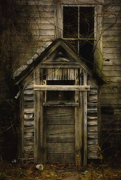eerie door  Old Homes  pinterest.com/multicityworld/old-homes/  multicityworldtravel.com Hotel And Flight Deals.