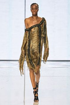 Naomi Campbell Walk, Balmain, High Fashion, Womens Fashion, Vogue Russia, Fashion Today, Fashion Show Collection, Super Skinny, Ready To Wear