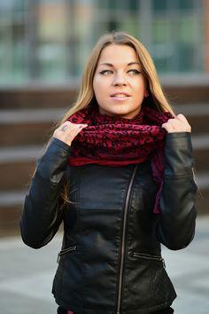 Coś idealnego na jesień - skórzana kurtka, wygodne legginsy i pierścionek z rubinami z kolekcji Lapis Shop :) Więcej zdjęć dostępnych pod adresem: http://myfashionmoods.blogspot.com/