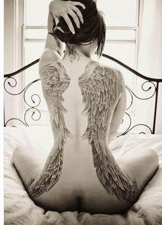 IL SIGNIFICATO DEI TATUAGGI: LE ALI D'ANGELO | Protezione divina, fuga dalla vita terrena verso libertà illimitata di spirito, pace, elevazione, innalzamento, leggerezza.  Le ali tatuate sono un vero e proprio classico. Le ali sono associate a creature come draghi, cavalli alati, angeli e fate ma anche ad alcuni esseri a cui vengono attribuiti poteri nascosti come le... leggi tutto su http://tattoodefender.tumblr.com/post/90543343304/il-significato-dei-tatuaggi-le-ali-dangelo