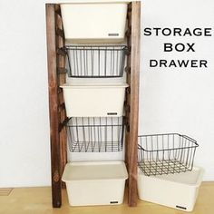 オール100均商品で、シンプル簡単な引き出し収納棚が作れます。  ガーデンフェンスの木材の間隔を利用して引き出し部分にするので、 面倒な引き出しの高さ合わせも不要。   カットしてつけるだけの簡単工作です。 Kitchen Organisation, Closet Organization, Diy Storage Rack, Box Shelves, Bathroom Taps, Washroom, Diy Interior, Closet Bedroom, Display Design