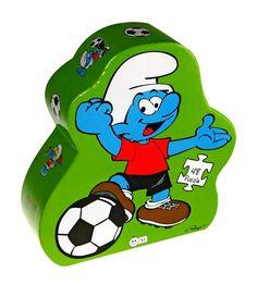 Smurfen voetbal *** Een kleurrijke voetbalpuzzel in een mooie, stevige opbergdoos. De puzzel is gemaakt van stevig karton, met puzzelstukjes in een handzaam formaat voor kleine handjes. De puzzel telt 48 stukjes. Mooi om cadeau te geven!