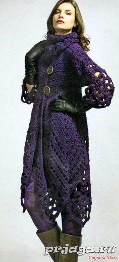 Нашла здесь: http://prjaga.ru/  Вязаное пальто крючком из акриловой пряжи. В основе пальто лежат цветочные мотивы – 6 вдоль подола пальто, по 2 для каждого рукава и для шарфа-воротника.