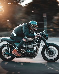 This type of cafe racer triumph is truly a magnificent design alternative. Cafe Bike, Cafe Racer Bikes, Cafe Racer Motorcycle, Motorcycle Gear, Cafe Racers, Triumph Cafe Racer, Triumph Motorcycles, Cafe Racer Style, Bike Style