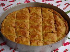 Πρασόπιτα (10) Pita Recipes, Greek Recipes, Dessert Recipes, Cooking Recipes, Desserts, Greek Pita, Cheese Pies, Greek Cooking, Middle Eastern Recipes