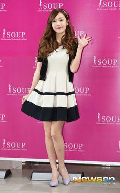 Jessica at Soup fan signing Jessica & Krystal, Jessica Jung, Krystal Jung, Snsd Fashion, Asian Fashion, Korean Girl, Asian Girl, Kpop Mode, Style Me