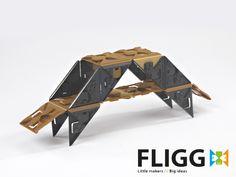 Hver pakke FLIGG har forslag til byggerier og projekter, så barnet bliver vejledt, men det er først når ens egne idéer tager form, at Fligg for alvor bliver sjovt at lege med – uanset om man er til tre-dimensionelle værker eller to-dimensionelle puslespil af bogstaver eller figurer | Køb #Fligg på Nikostine.dk | #Constructiontoys #Konstruktionslegetøj