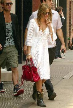 Sienna Miller Sienna Miller Style, Boho Fashion, White Fashion, Ladies  Fashion, Balenciaga 51acbada2c