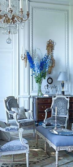 French style is seriously the best….always, on everything. That small country has the best taste. I hope someday to have a home to resemble this.