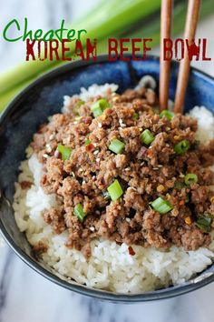 *TRIED very easy and very fast for a good flavor. Will make again for a quick meal.* From 10 go to ground beef recipes - Korean Beef Bowl - Tastes just like Korean BBQ and is on your dinner table in just 15 minutes! Korean Beef Bowl, Korean Chicken, Korean Food, Korean Ground Beef, Korean Bowl Recipe, Korean Bbq Beef, Korean Rice, Comida Latina, Beef Dishes