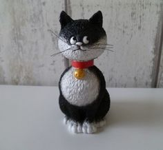 Dubout katten zijn mooie perfect afgewerkte beeldjes Snow Globes, Cats, Animals, Home Decor, Gatos, Animales, Decoration Home, Animaux, Room Decor