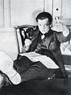 Welles reads.