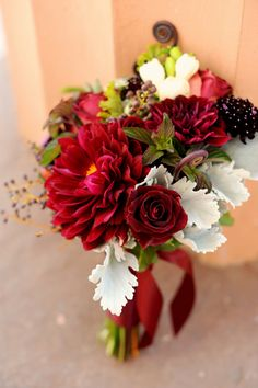 Stems exposed bouquet, with deep red dahlias Red Wedding Flowers, White Wedding Bouquets, Bride Bouquets, Bridal Flowers, Flower Bouquet Wedding, Bridesmaid Bouquet, Red Flowers, Floral Wedding, Fall Wedding