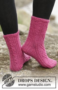 """Knitted DROPS socks with cables and rib in """"Fabel"""". Size 35 - 43 Free pattern by DROPS Design."""