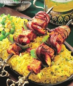 Succulent pieces of paneer marinated in a tantalizing tandoori masala grilled to perfection and served with pulao, a stuffed capsicum and tangy makhani gravy. If you like, serve some grilled onions with it too.