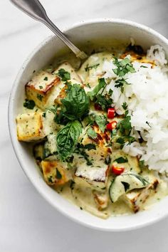 This Thai green curry with tofu is just what a chilly winter's night needs! Not a fan of tofu- swap it out for chickpeas or tempeh! Tofu Recipes, Asian Recipes, Vegetarian Recipes, Cooking Recipes, Healthy Recipes, Dinner Recipes, Meatloaf Recipes, Chili Recipes, Shrimp Recipes