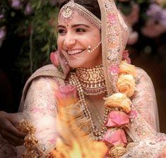 Anushka Sharma's Wedding Makeup by her makeup artist Puneet B Saini. Anushka Sharma wanted to look very elegant and beautiful for her wedding with Virat Kohli. Anushka Sharma And Virat, Virat Kohli And Anushka, Best Bridal Makeup, Indian Bridal Makeup, Bridal Beauty, Bridal Hair, Wedding Looks, Bridal Looks, Indian Marriage