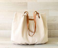 Geschenkidee für Frauen: Schlichte Leinentasche mit Lederhandgriffen, Mode / bag out of linen with leather handholds, fashion, bag lovers by BayanHippo via DaWanda.com