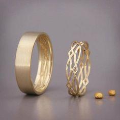 ✿ BESCHREIBUNG Handgemachte solide 14k rose gold Ringe gesetzt. Ehering ist ein Schmuckstück, die Sie am meisten zu tragen. Daher sollte das Design zusammen mit allem gehen, die Sie tragen, aus einem Cocktail-Kleid zu Ihrer lässigen Outfit. Diese Trauringe-Set-Design symbolisiert