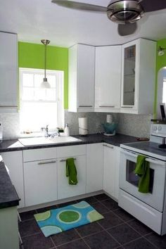 Green Kitchen Wall with White Cabinet. Green Kitchen Wall with White Cabinet. Lime Green Kitchen, Green Kitchen Walls, Green Kitchen Cabinets, White Cupboards, Kitchen Colors, New Kitchen, Kitchen Decor, Green Walls, Kitchen Ideas